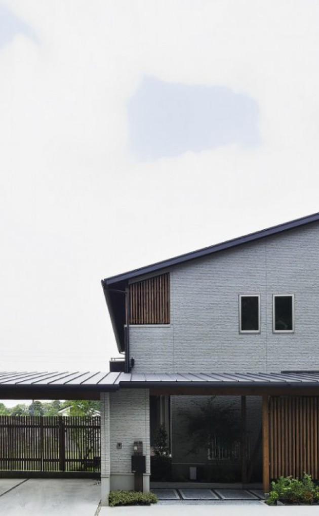 天然木に囲まれたビルトインガレージの家