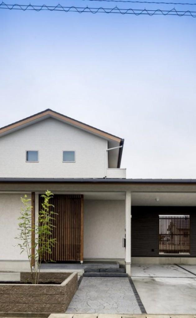 ガレージポーチを活かした、大屋根が印象的な和モダンの家