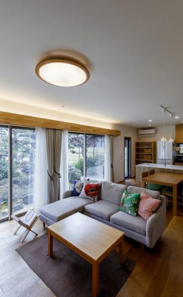 シンプルでありながらも温もりを感じられるキューブ型の家