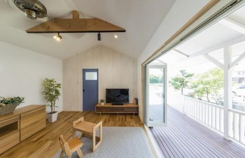 時間がゆっくりと流れる三角屋根のリゾートな家