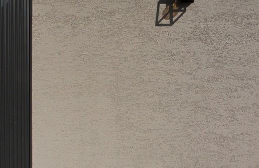 グレージュの塗り壁