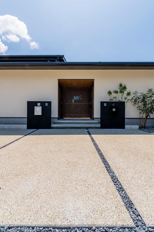 中庭を囲む和モダン二世帯住宅