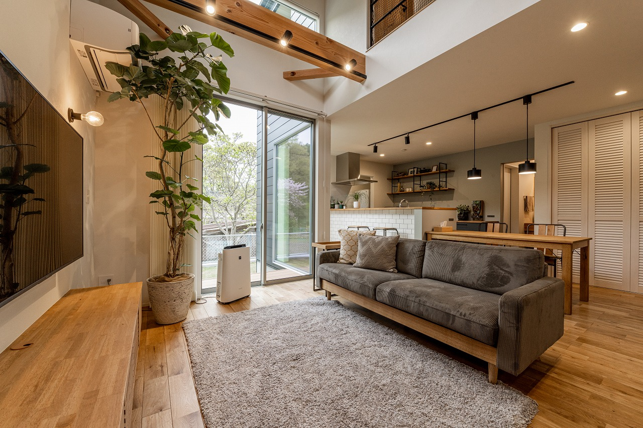光、風、植物。自然の心地よさを感じるカリフォルニアスタイルの家